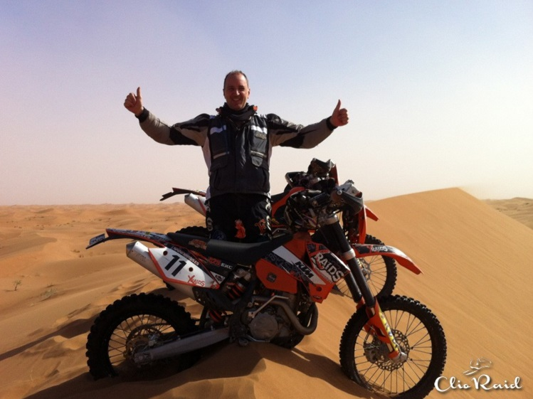 Esta aventura se ha hecho realidad de las manos de Chus Puras, con la ayuda de la empresa Bathco. Foto: Clio Raid Marrakech by Bathco.