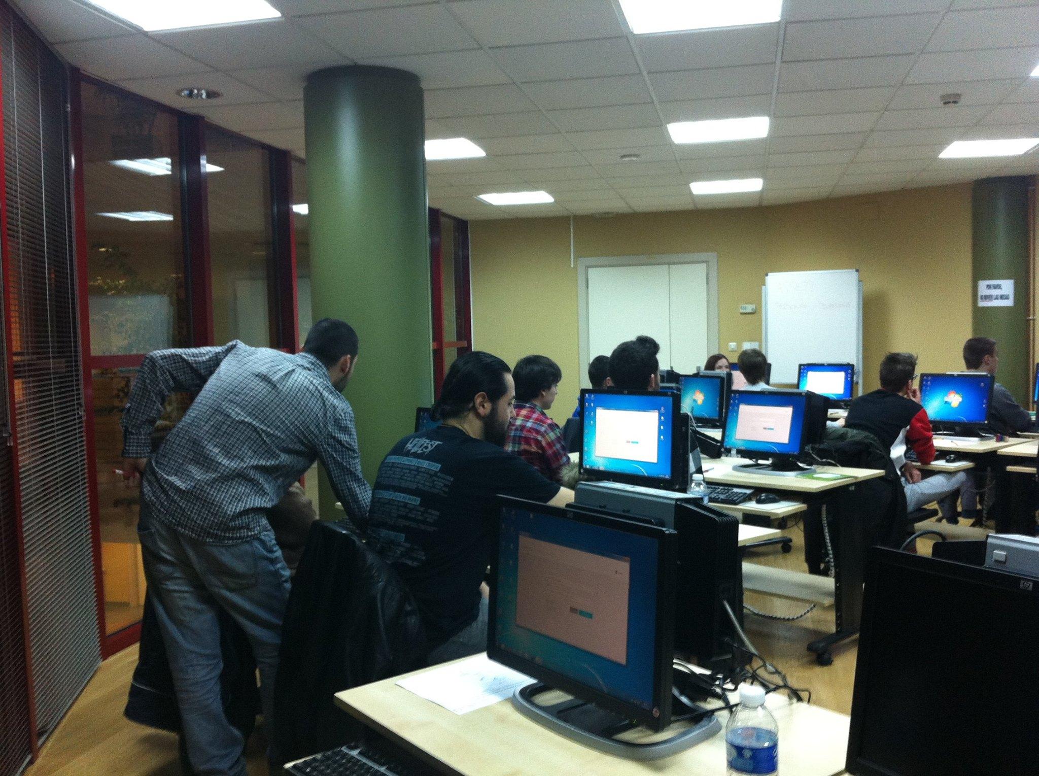 Primera clase del taller de desarrollo de videojuegos que se acoge en Camargo,