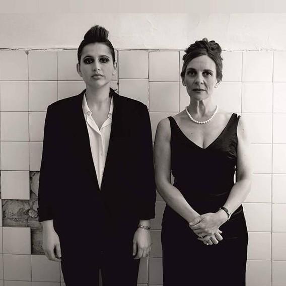 Ana y Laura, dos hermanas opuestas que darán un espectáculo digno de verse.