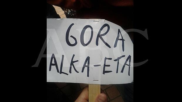 El cartel por el que se considera que los titiriteros ensalzan el terrorismo