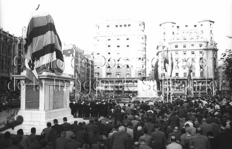 Inauguración de la estatua de Franco en la Plaza del Ayuntamiento (FOTO: CDIS)