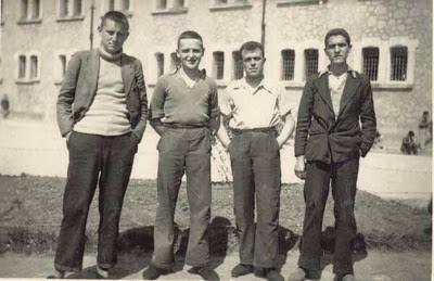 Buero Vallejo, el primero por la izquierda, en El Dueso