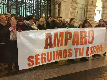 Cerca de un centenar de personas se han reunido en el Ayuntamiento de Santander. Foto: Emmanuel Gimeno.