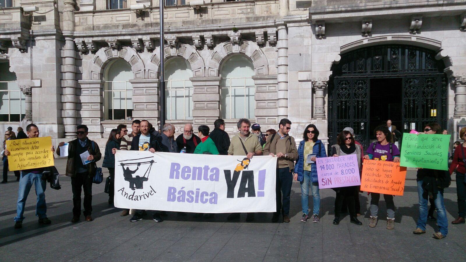 Protesta por la gestión de los servicios sociales en Santander