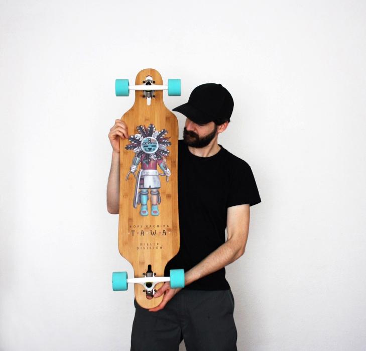 Pablo Burgueño con una de las tablas