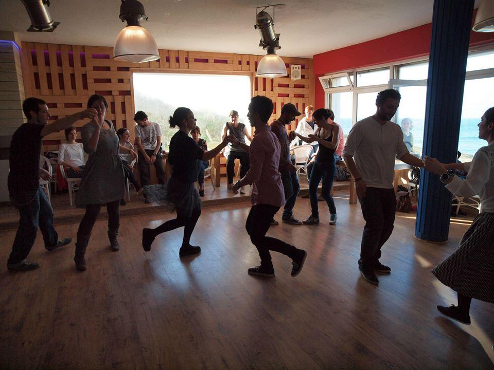 Clases de swing durante todo el fin de semana con fiestas nocturnas para practicar.