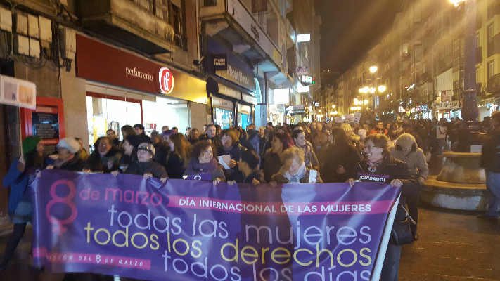 La cabecera de la manifestación pide derechos para todas las mujeres todos los días.