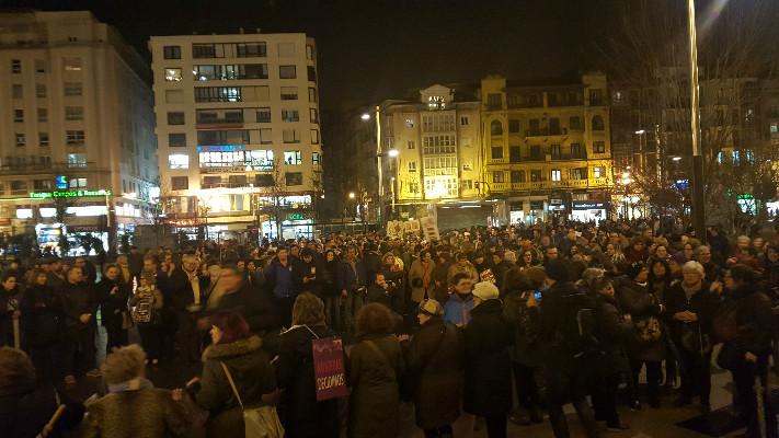 La manifestación desembocó en la plaza del Ayuntamiento de Santander.