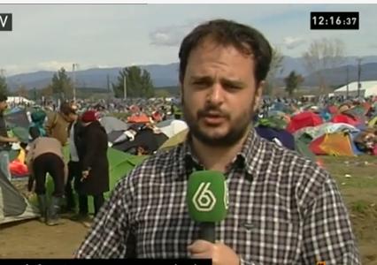 Alberto Sicilia informando desde un campo de refugiados
