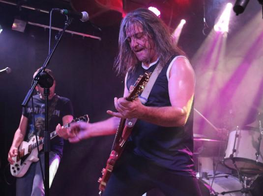 Boni, el guitarrista de 'Barricada' en la Sala Black Bird.