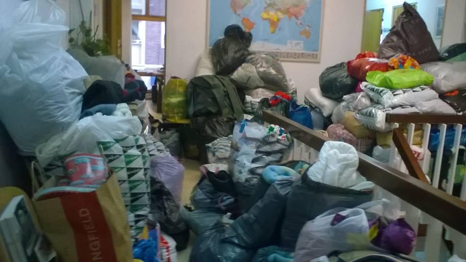 Las instalaciones de Cantabria Acoge desbordadas por el material donado