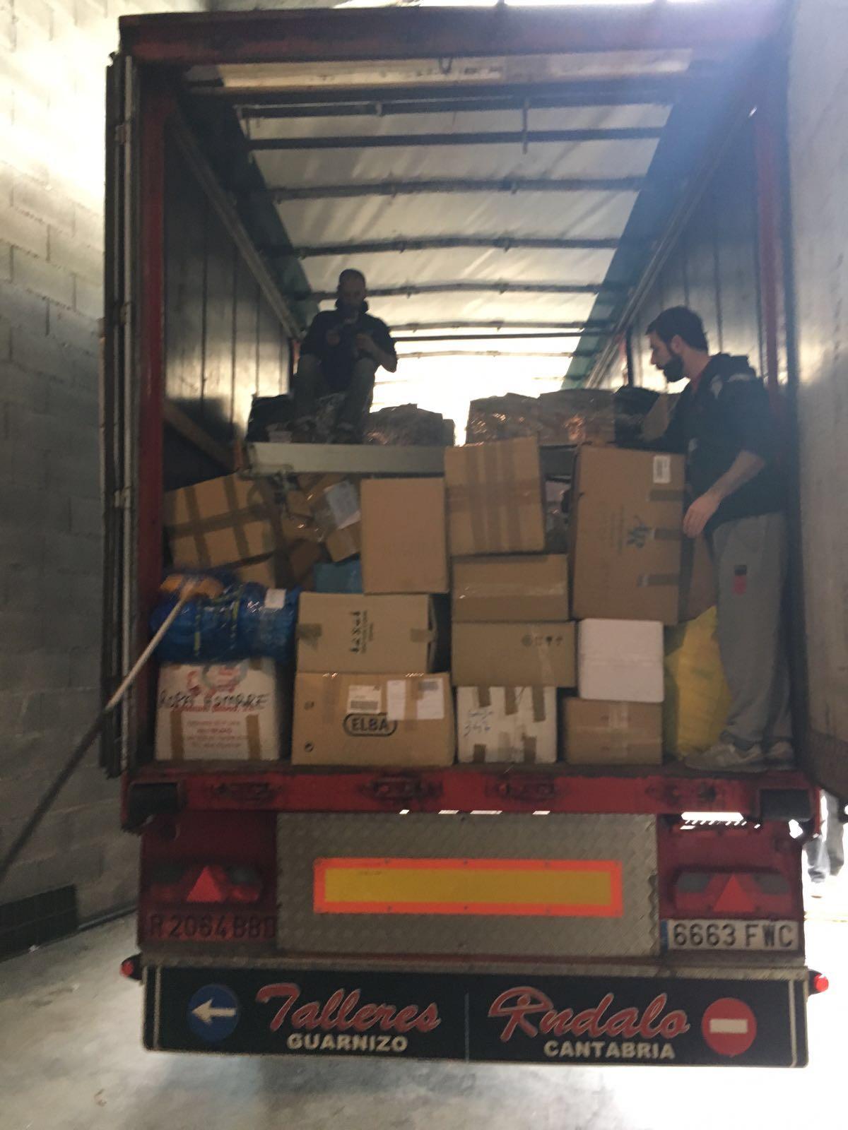 Un camión cargado de materiai para Lesbos que fue posible gracias a iniciativas de cántabros