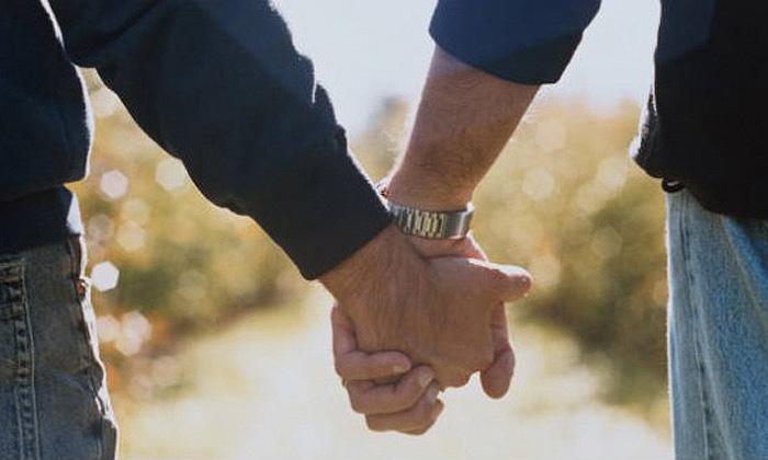 La agresión se produjo en octubre de 2015 entre insultos a la condición sexual de las víctimas