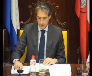 El alcalde de Santander, Iñigo de la Serna, durante el pleno de este jueves.