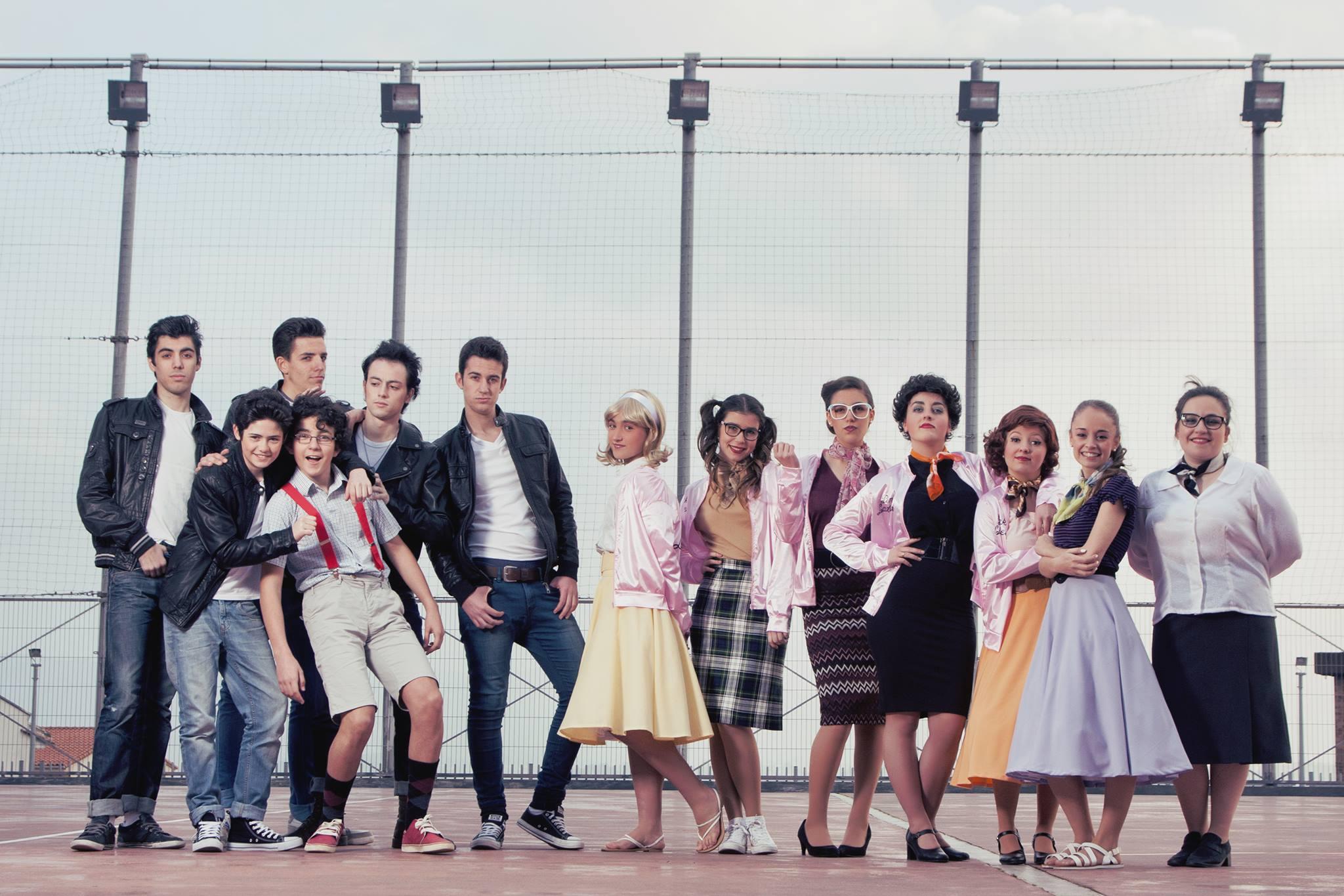 Elenco de 'Grease - Seguimos Juntos'.