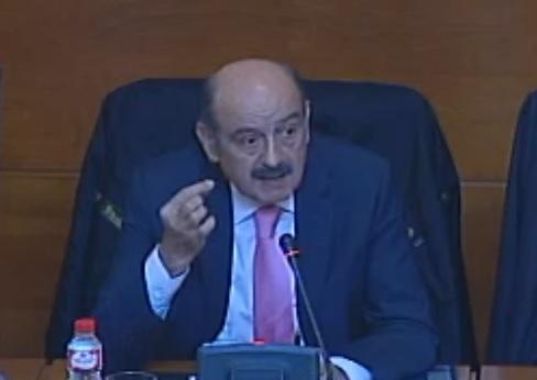 José María Mazón, consejero de Obras Públicas y Viviendas, compareciendo en la Comisión.