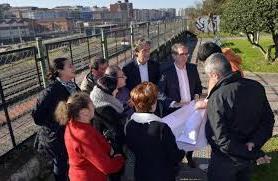 De la Serna y Díaz explican a vecinos el proyecto de conexión de la pasarela