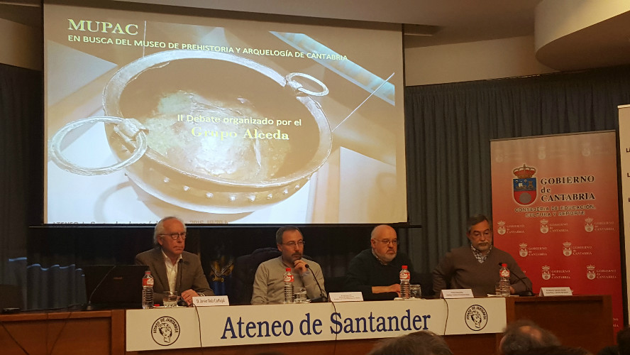 Javier Ruiz Carvajal, Luis Grau Lobo, Ramón Bahígas y Roberto Ontañón en la charla en el Ateneo.