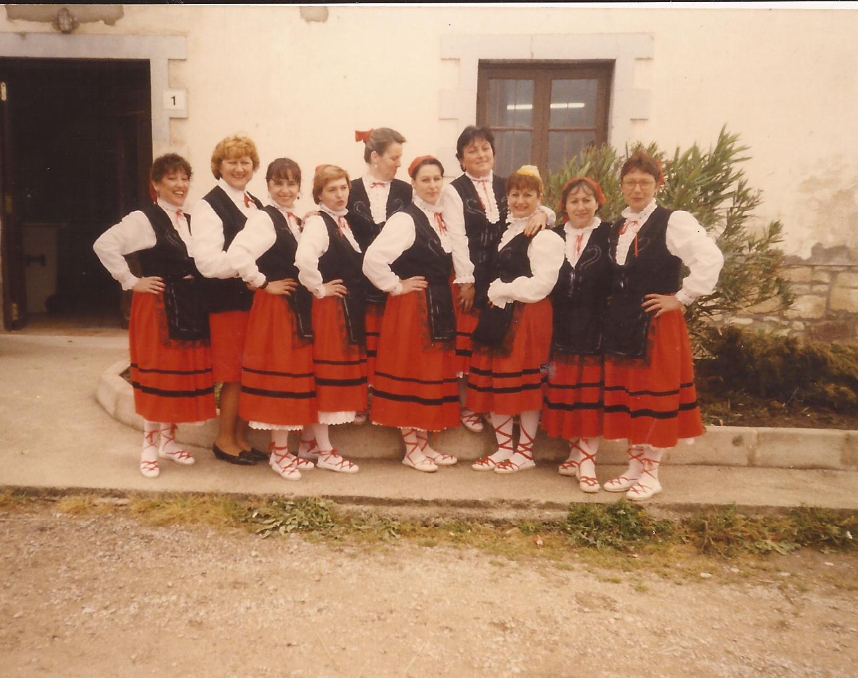 Las primeras integrantes de la Asociación Cultura Santa Cruz.
