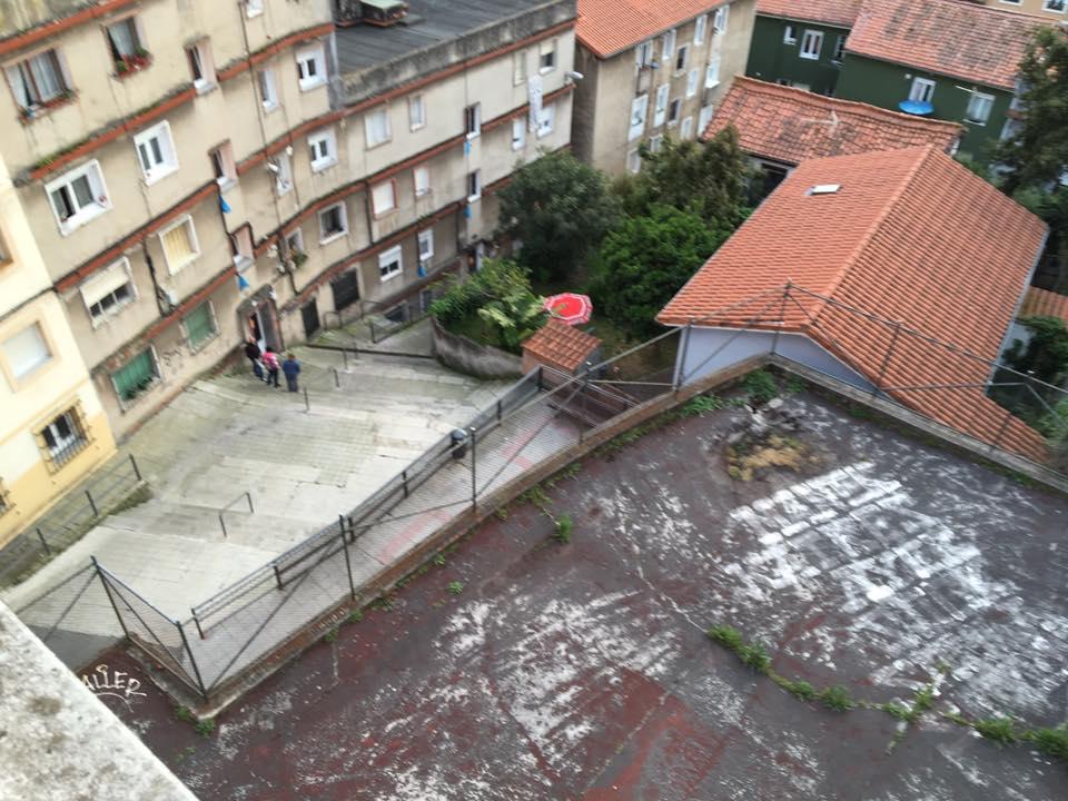 El patio de las Escuelas Verdes que peligra.