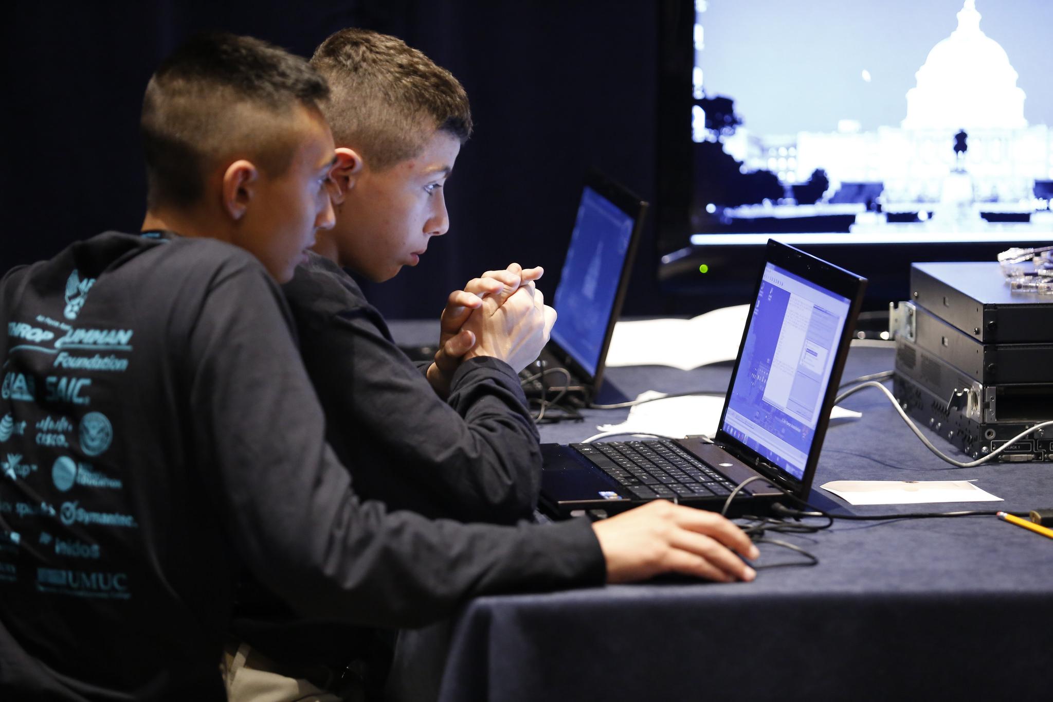 La jornada pretende formar en hábitos de ciberseguridad en colegios e institutos