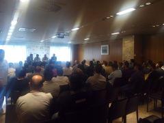 Imagen de la sala del Hotel Santemar durante la charla.