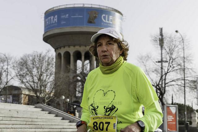 Mujer corriendo por Siria.