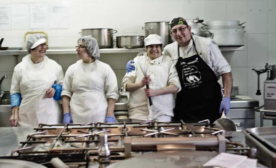 Isabel, Reyes, Patri y Ricardo, parte del equipo de De Personas cocinando con sentido.