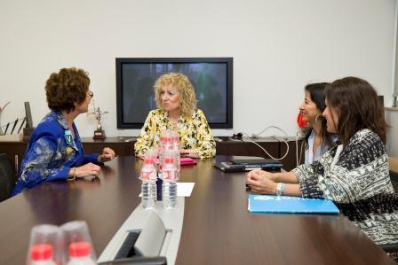 La vicepresidenta y consejera de Universidades e Investigación, Medio Ambiente y Política Social, Eva Díaz Tezanos, se reúne con la presidenta del comité de Unicef Cantabria.  23 DE JUNIO DE 2016