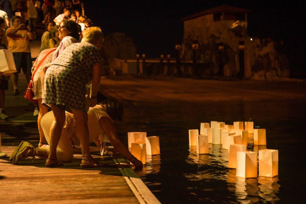 Acto de homenaje a los refugiados fallecidos en el mar en Castro Urdiales.