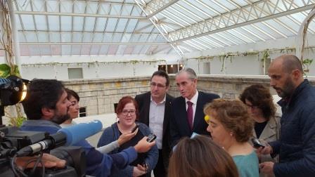 Representantes de Podemos, Ciudadanos y PP anunciando su propuesta sobre la Ley del Suelo