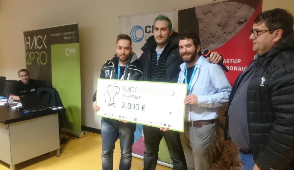 Ganadores del primer premio del Hackathón.