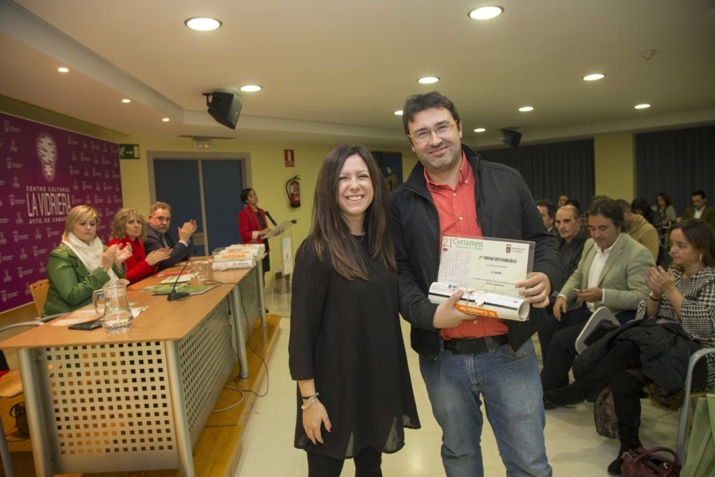Recogida del premio en el Certamen Humanidad y Medio