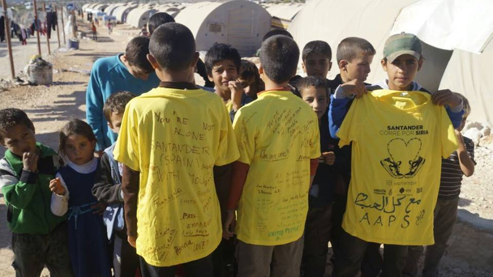 Junto a la ayuda han llegado camisetas del evento