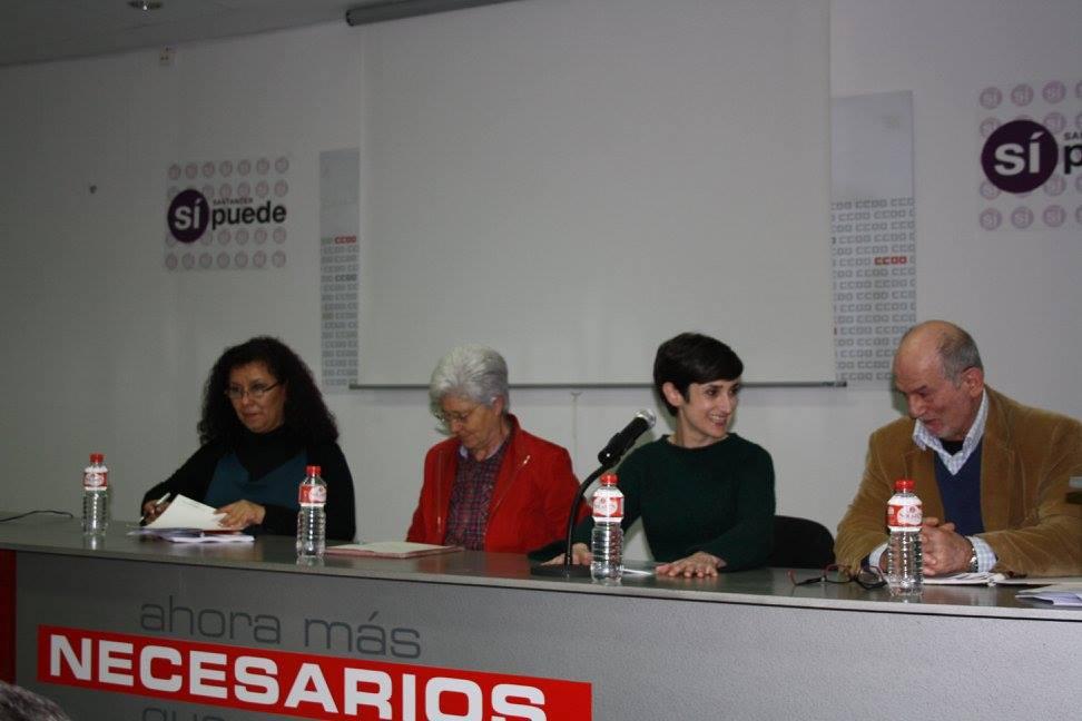 Susana Ruiz (Santander Sí Puede) con los miembros de las asociaciones que les han brindado su apoyo, en un acto sobre la trata de blancas el pasado viernes.