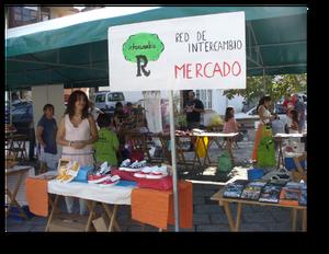 Uno de los mercados organizados por la red El Roble