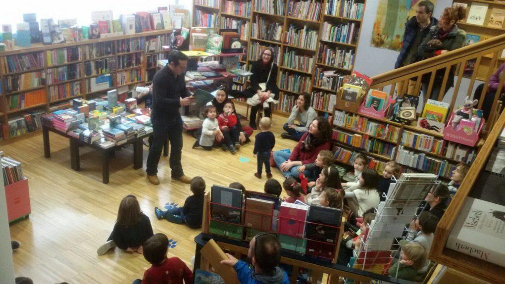 Gil realiza periódicamente encuentros y talleres para niños y adultos. Foto: Librería Gil.