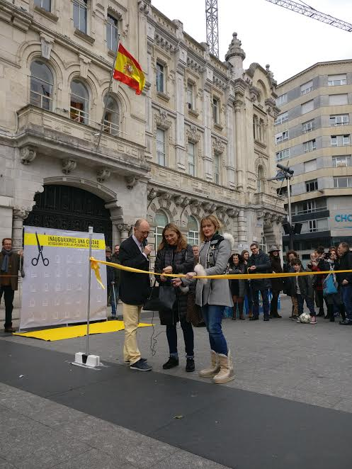 Corte simbólico de la cinta de inauguración de las ciudades de acogida