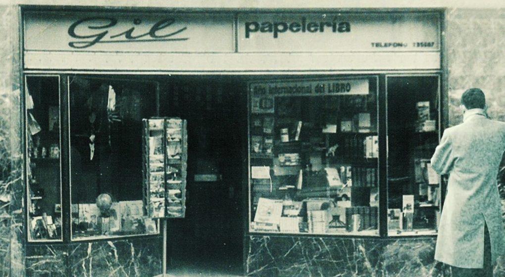 La primera librería y papelería Gil en Santander, en 1967.