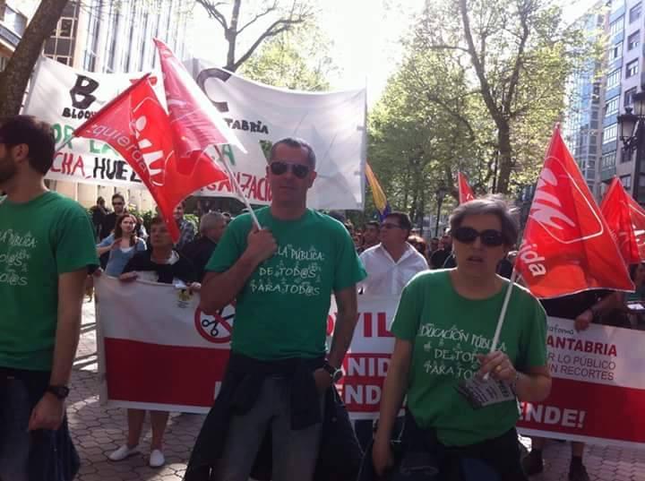 Miguel Saro y Leticia Martínez, de IU, en una protesta a favor de la educación pública.