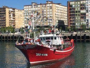 Los barcos engalanados en el Barrio Pesquero || Foto: Carmen Soto