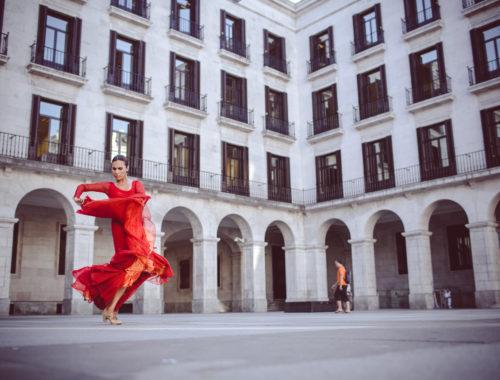 Plaza porticada, danza